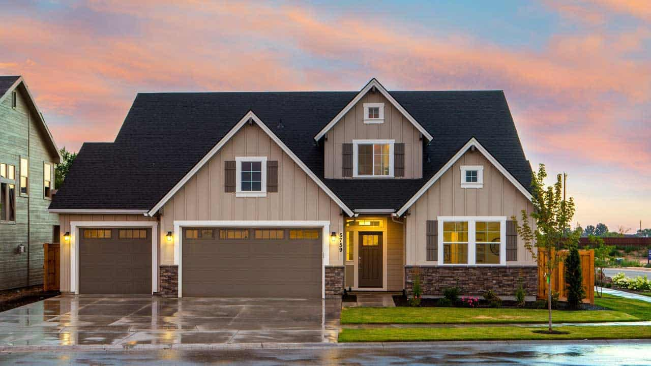 house with hurricane rated garage doors